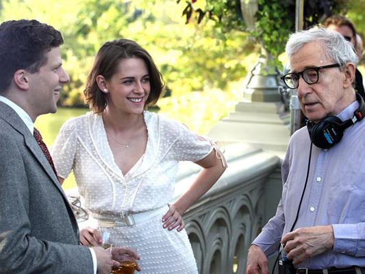 Kristen Stewart da Twilight a Café Society: la metamorfosi di un'attrice