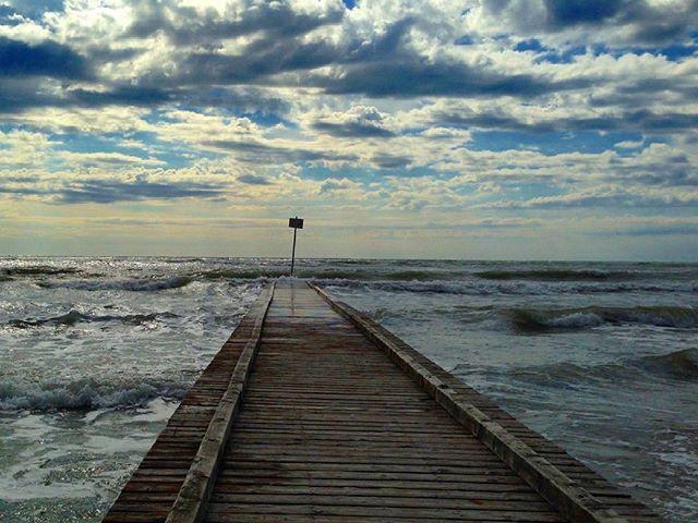 Allerta Meteo, forte vento di maestrale e crollo termico in Sardegna: raffiche fino a 80km/h
