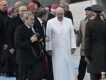 """New York, uomo armato in aeroporto: """"Fatemi incontrare il Papa, voglio cambiare il mondo"""""""