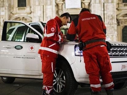 """Sabato a Roma """"Il Pasto della Solidarietà"""" della Croce Rossa Italiana e Land Rover"""