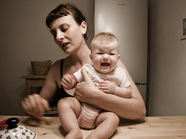 Claudia Corrent con il progetto 'Mother' ha fotografato il legame profondo tra mamma e figlio