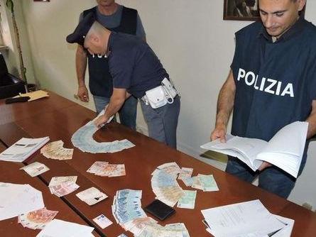 Roma, stampano banconote false e comprano pizza: arrestati radiologo e commerciante