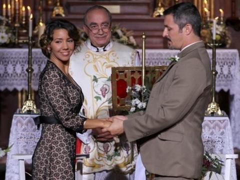 Il Segreto puntata 636^: Emilia riacquisterà il sorriso grazie ad un regalo di Alfonso