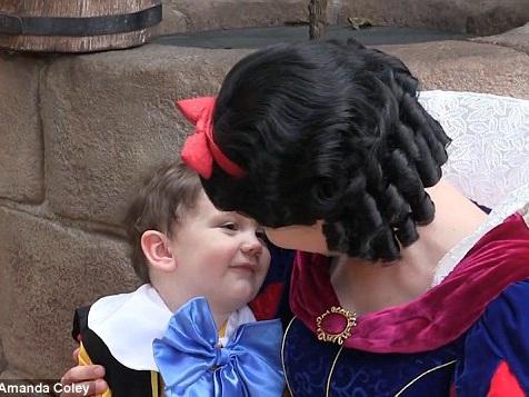 Bimbo autistico incontra Biancaneve e…VIDEO
