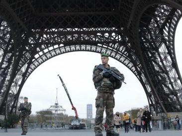 Francia, stato di emergenza prolungato fino al 2017. E Parigi annulla eventi estivi