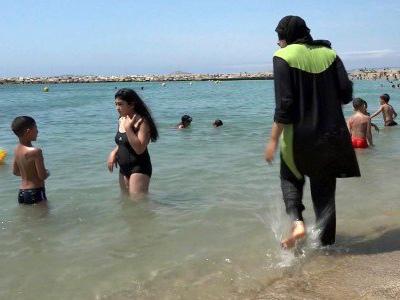 Divieto di burkini nelle spiagge in Francia, il provvedimento sospeso anche a Nizza