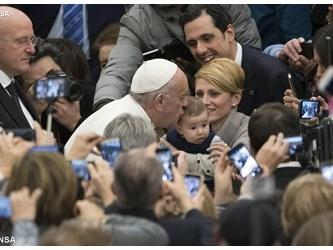 Papa: scoprire nel pericolo il bisogno di sperare nel Dio della vita