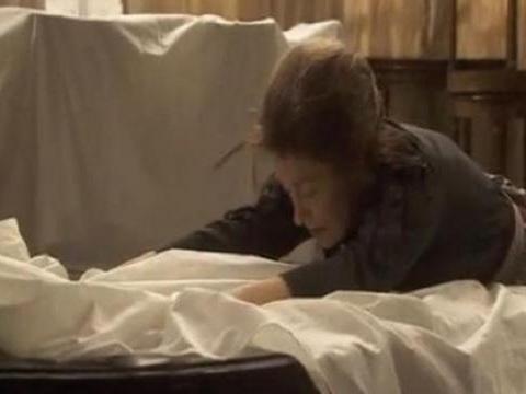 Il Segreto, anticipazioni trame spagnole: Francisca, povera, disegna il suo abito da sposa