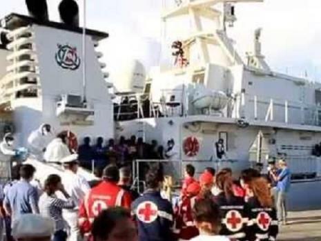 Arrivo di 371 migranti in Calabria: dietro tutto questo c'è l'Isis?