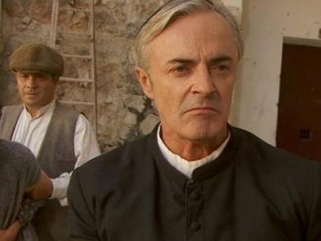 Anticipazioni Il Segreto 10 luglio: Don Celso vuole uccidere Gonzalo, separazione per Rita