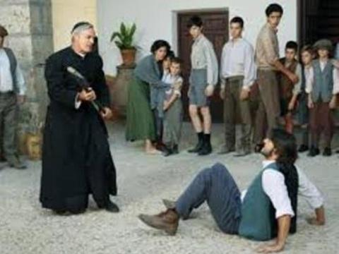 Il Segreto anticipazioni dal 6 al 10/7: Martin parte con una donna, per quale motivo?