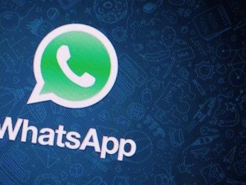 WhatsApp emula Snapchat: arrivano stickers e ascolto testo