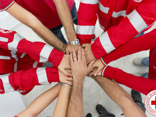 La Croce Rossa Italiana compie 152 anni: cosa fanno i volontari e come diventarlo