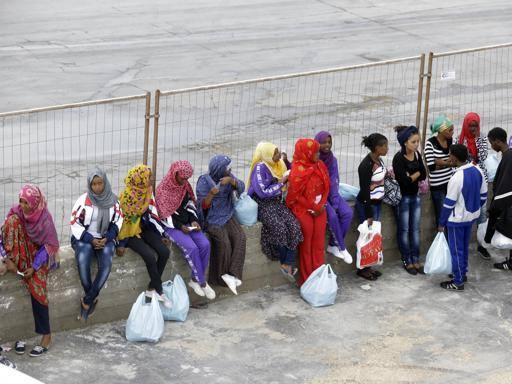 Onlus usava soldi per assistenza migranti per acquistare case e società