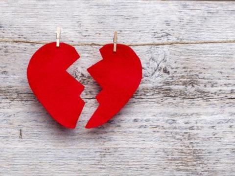 'Incompresi sentimentali', quando la ricerca dell'amore inizia su Facebook