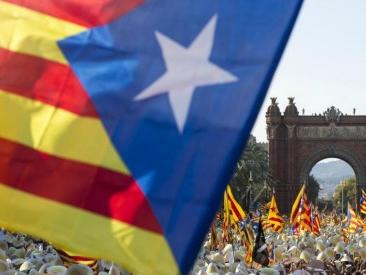 """La Catalogna ci riprova: referendum sull'indipendenza nel 2017. Il governatore Puigdemont: """"Avanti con o senza Madrid"""""""