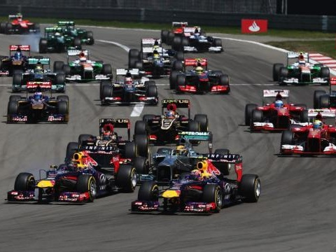 Programmi tv sabato 18/4: il serale di Amici, qualifiche Motogp e F1