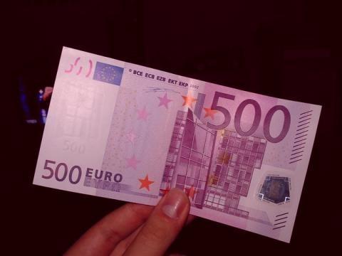 Bonus 500 euro agli studenti: Renzi si difende e lancia un sondaggio, come partecipare