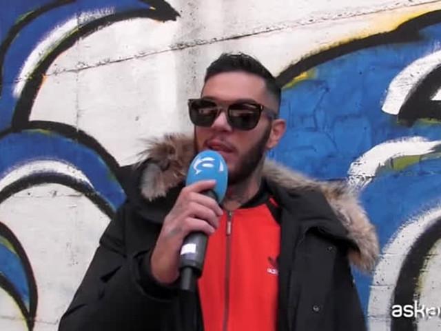 Emis Killa canta in carcere con i detenuti di San Vittore