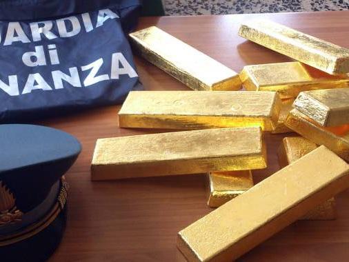 Tangenti, 4 arresti a Milano: un tesoro in lingotti d'oro