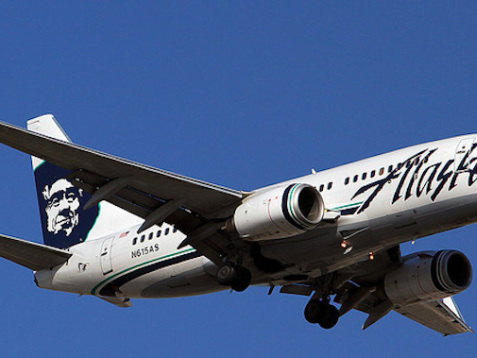 Four Alaska Airlines Crew Members Sue Boeing Over Toxic Fumes That Leaked During 2013 Flight