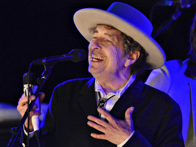 Жюри Нобелевской премии по литературе возмущено молчанием Боба Дилана