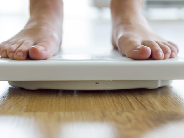 Lågkolhydratkost eller fettsnål kost för större viktnedgång?