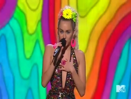 Miley Cyrus Opens Her MTV VMAs Hosting Gig With A Crazy Group Selfie! Watch Here!