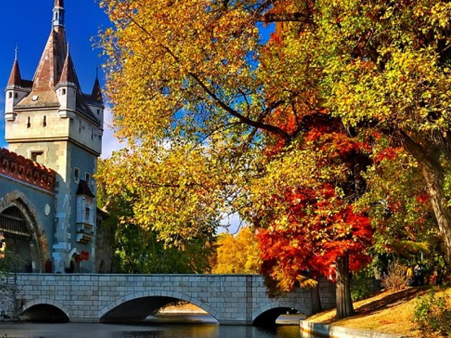 Cheap City Break to Budapest just £89 each Includes Return Flights & Great Hotel