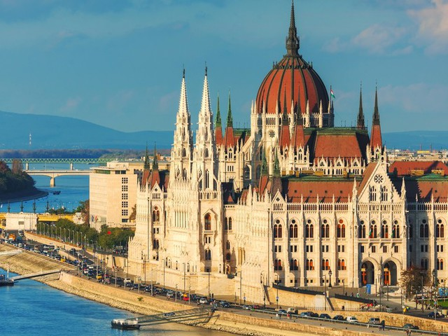 5 nights Budapest only £100pp - inc. flights, 4* hotel (3.5/5 on TripAdvisor) & connections