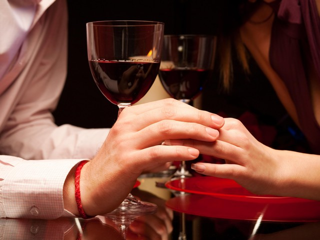 Dating At Your Fingertips: Man's Finger Length May Reveal Spending Habits With Women