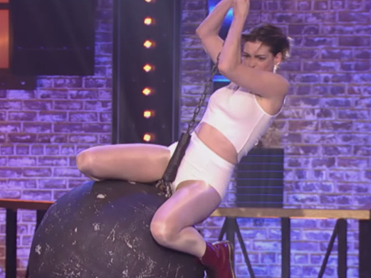 Anne Hathaway Went Full Miley Cyrus While Covering 'Wrecking Ball'