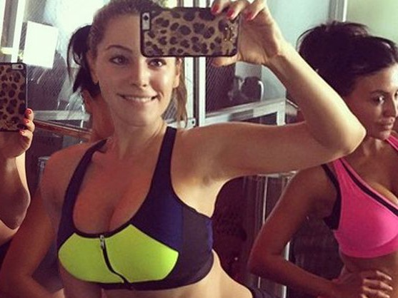Kelly Brook flaunts jaw-dropping abs in revealing selfies as she works out in sports bra and tiny shorts