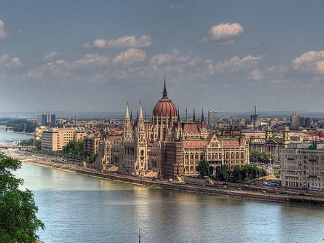 2 nights in Budapest for just £71.66 each including flights, 3* lovely hotel and airport transport!!