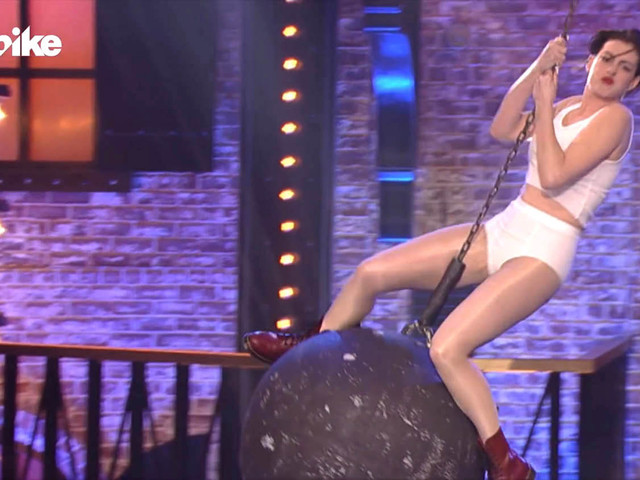 Anne Hathaway came in like a wrecking ball as she transformed into Miley Cyrus for lip sync battle