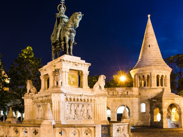 3 nights in Budapest for just £74.98 each including flights, 3* hotel and airport transport!!