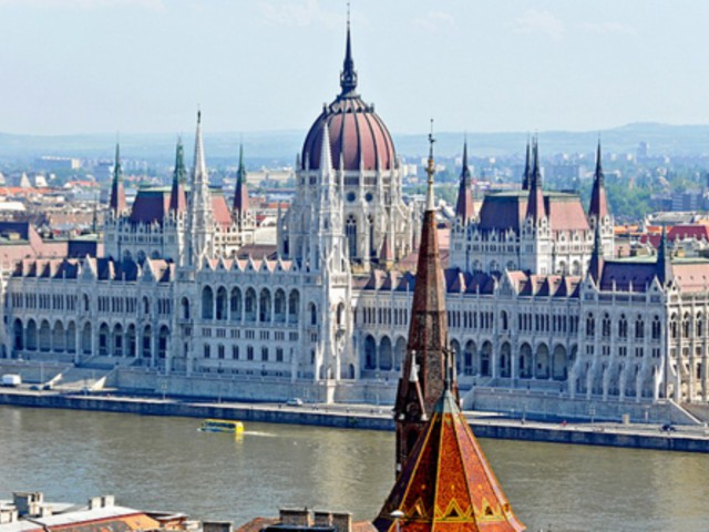 3 nights in Budapest for just £60.98 each including flights, 3* central hotel and airport transport!!