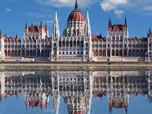 5 night Holiday in Budapest with 4 Star hotel, flights and airport connections for only £111 each