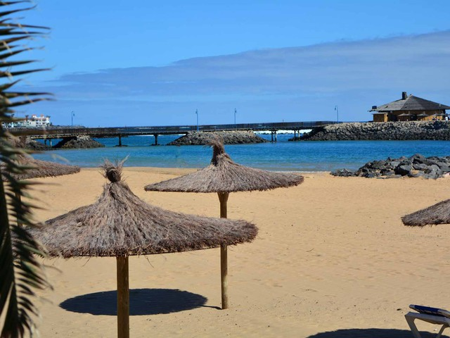 When should we book a summer trip to the Canaries?