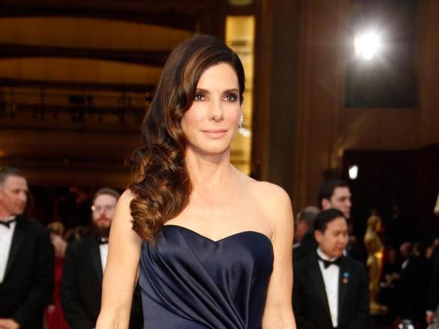 Sandra Bullock's emergency 911 call from closet - video report