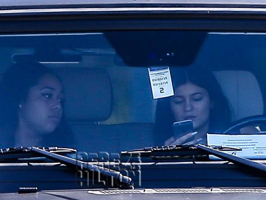 Kylie Jenner Continues Texting & Driving Even After Bruce Jenner's Deadly Crash