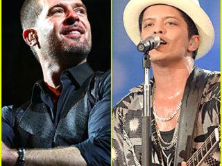 Robin Thicke & Bruno Mars Serenade The Crowd at Wireless Festival!