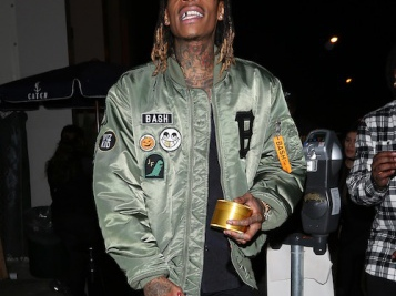 """VIDEO: Wiz Khalifa Gifts The Paparazzi With His Own Branded """"KK"""" Weed"""