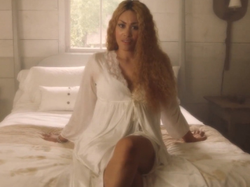 """VIDEO FAB: KeKe Wyatt Is Love Sick In """"Lie Under You"""" Video + Wiz Khalifa Takes Us On His Summer Tour In """"Say So"""" Visuals"""