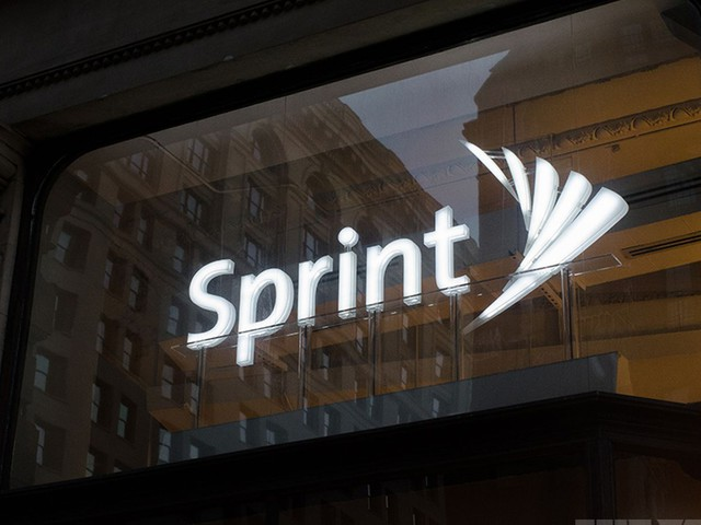 Sprint takes aim at AT&T, offers a year of free service to DirecTV customers