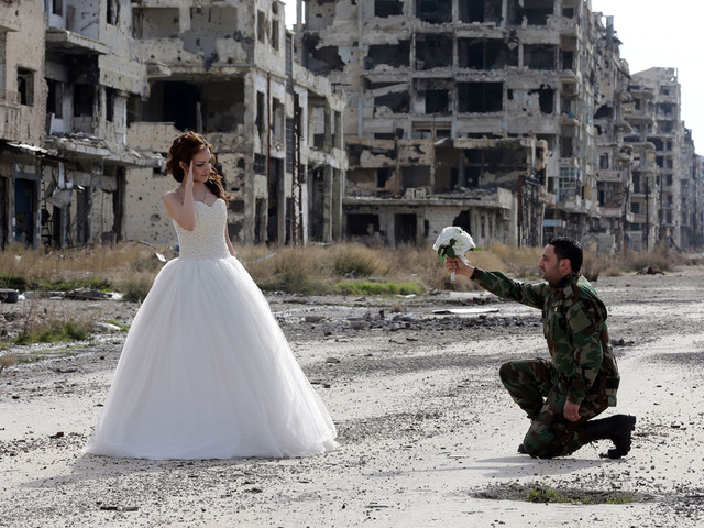 Newlyweds in the Ruins: A Syrian Wedding Photo Shoot
