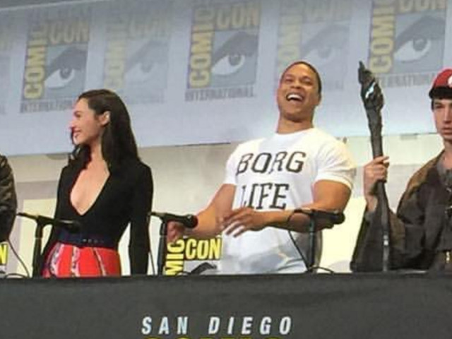 The Flash actor came to Comic-Con dressed as Gandalf from 'Lord of the Rings'