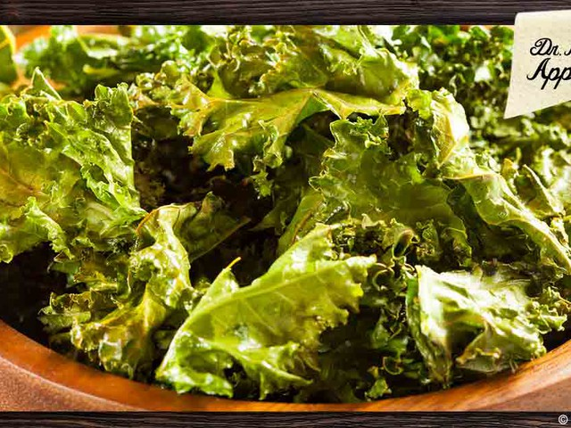 Eat This Instead of Potato Chips: Crunchy Kale Chips Recipe