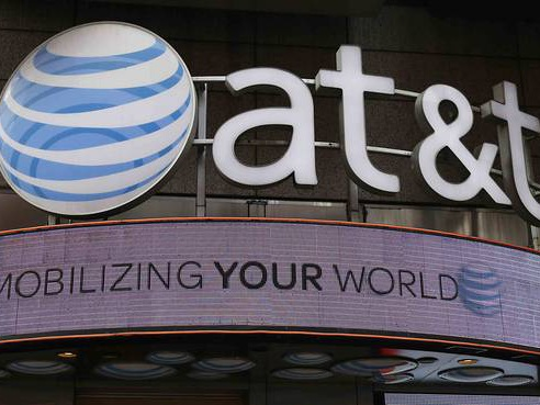 AT&T, Rival Verizon Make Differing Bets as Wireless Growth Stalls