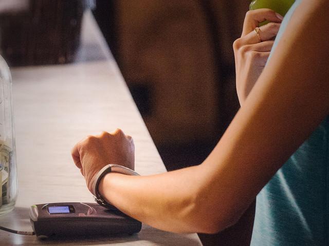Jawbone's brand new fitness tracker moonlights as a digital wallet